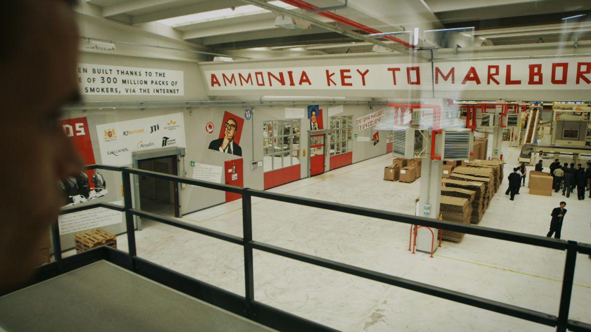 SmoKings: la fabbrica di sigarette dei Messina in un'immagine tratta dal documentario