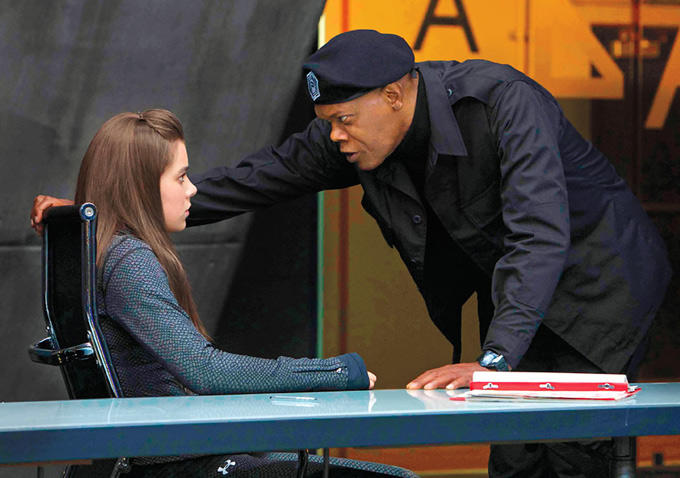 Barely Lethal: Hailee Steinfeld minacciata da Samuel L. Jackson