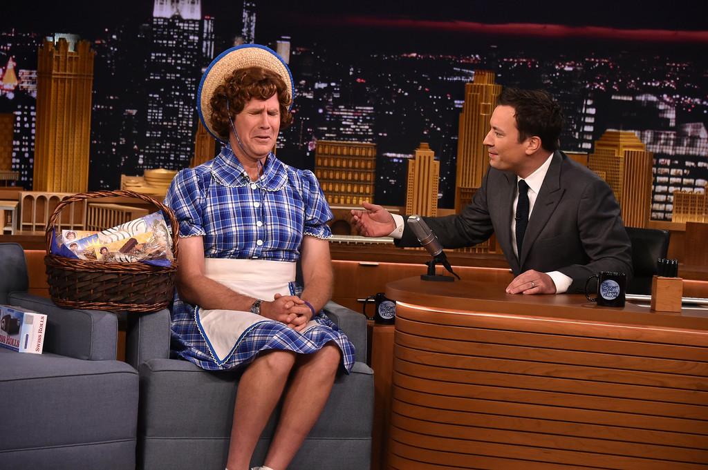 Will Ferrell travestito da Little Debbie durante il programma di Jimmy Fallon