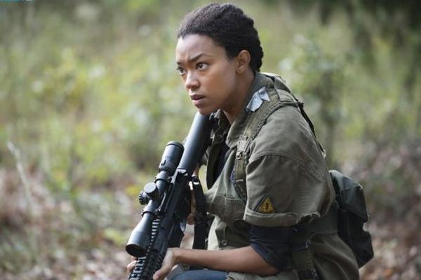 The Walking Dead: Sonequa Martin-Green in una scena di Dimenticare