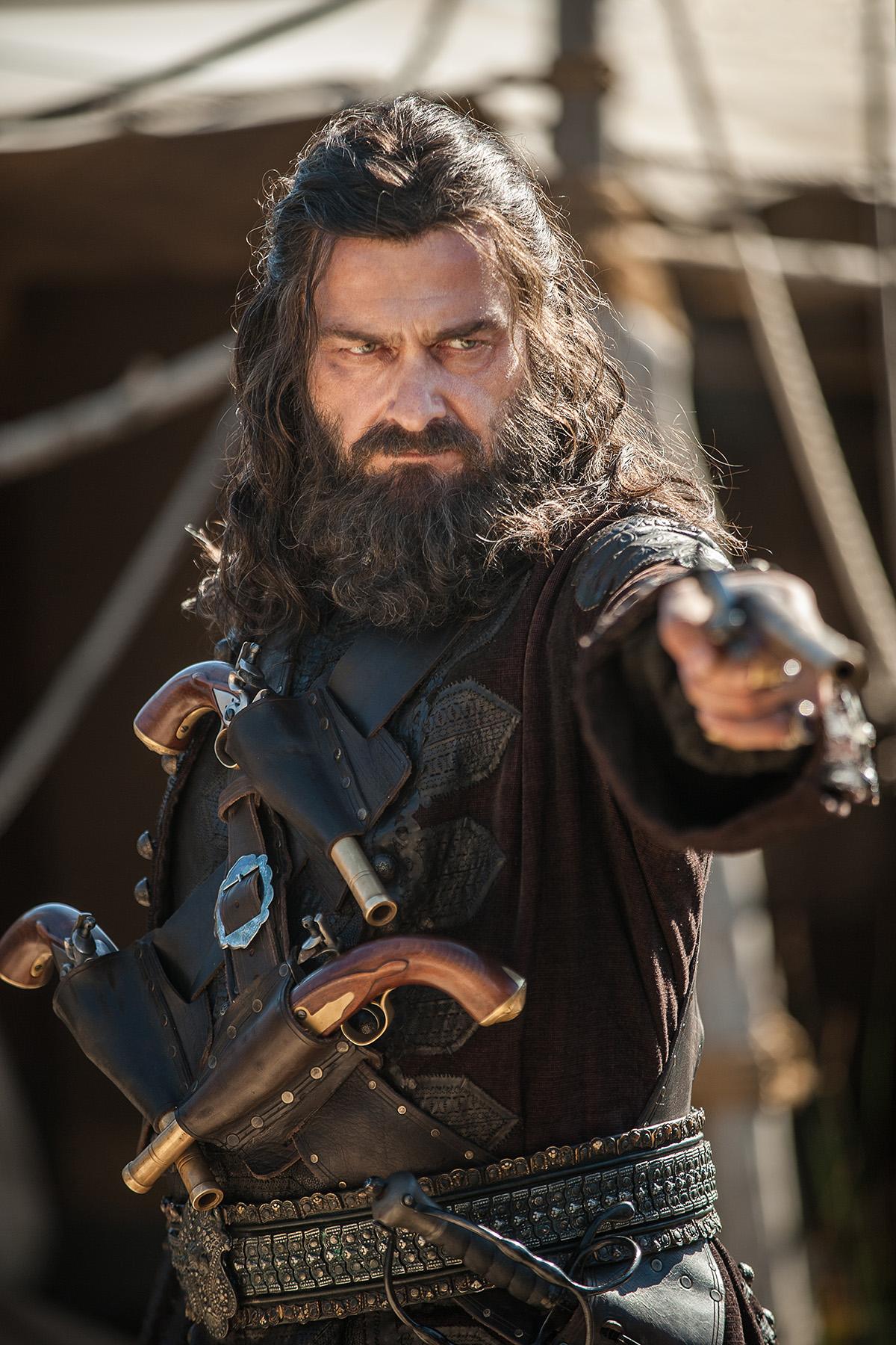 Black Sails: Ray Stevenson è Barbanera nella terza stagione