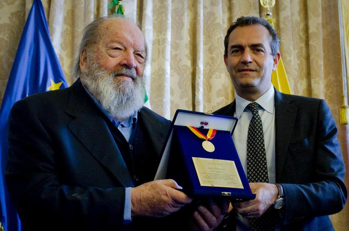 Bud Spencer: medaglia d'oro a Napoli dal sindaco De Magistris