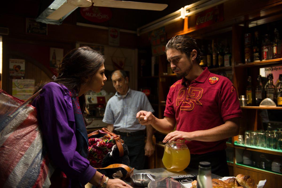 Third Person: Riccardo Scamarcio con Moran Atias in una scena del film