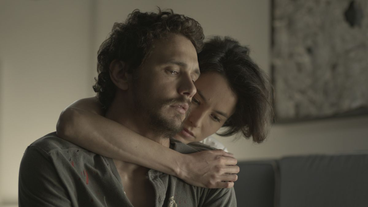 Third Person: James Franco con le lacrime agli occhi in una scena con Loan Chabanol