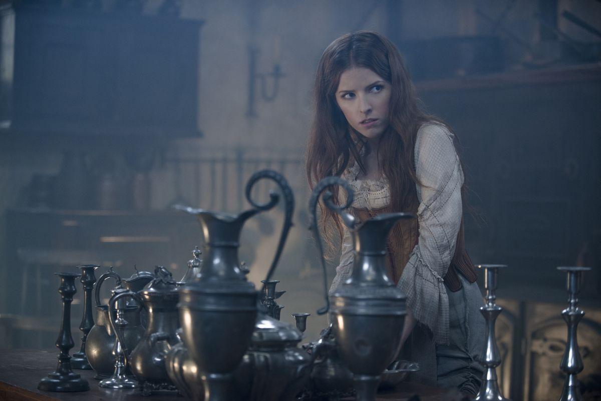 Into the Woods: Anna Kendrick nel ruolo di Cenerentola in una scena