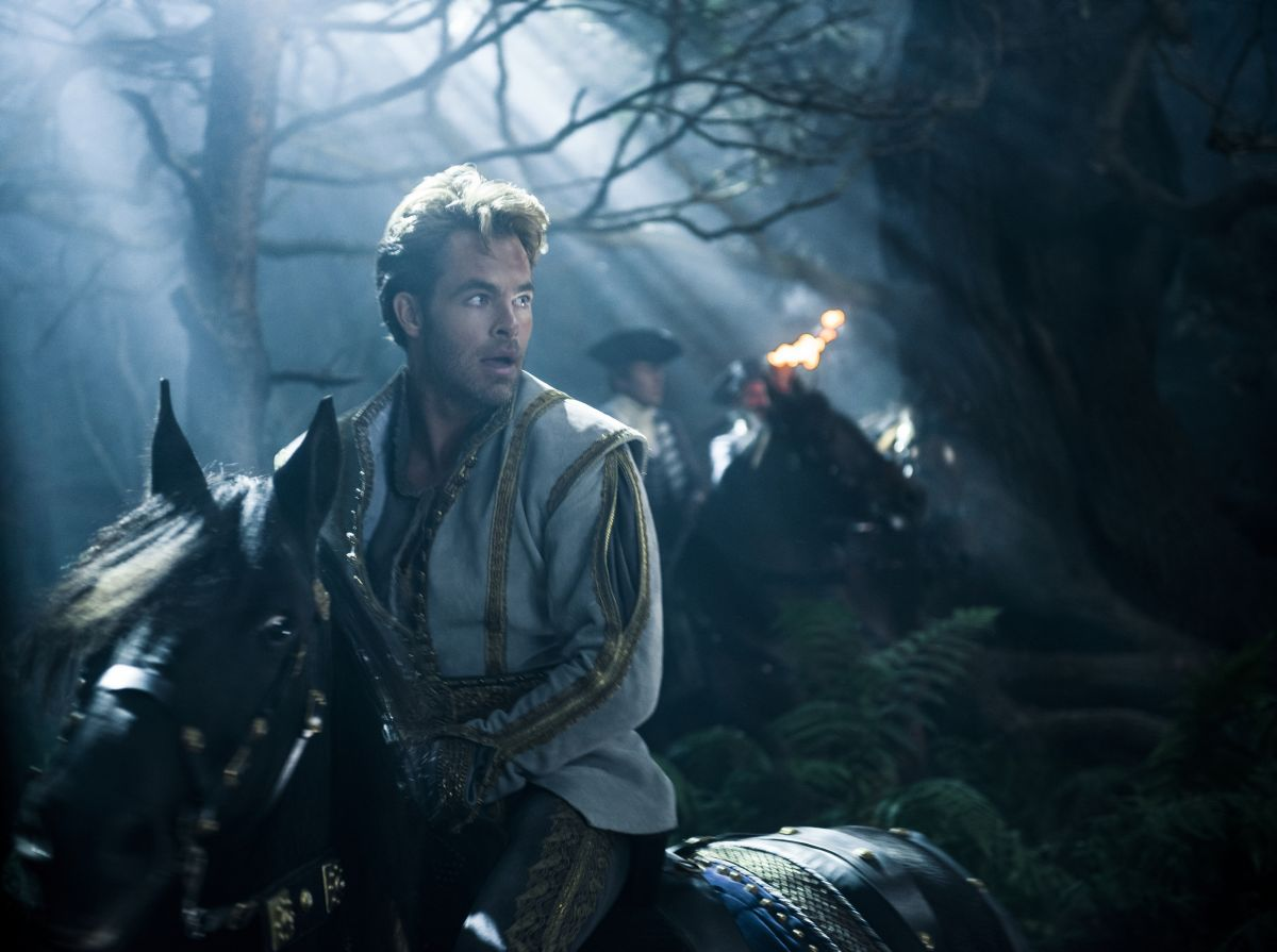 Into the Woods: Chris Pine nei panni del Principe in una scena