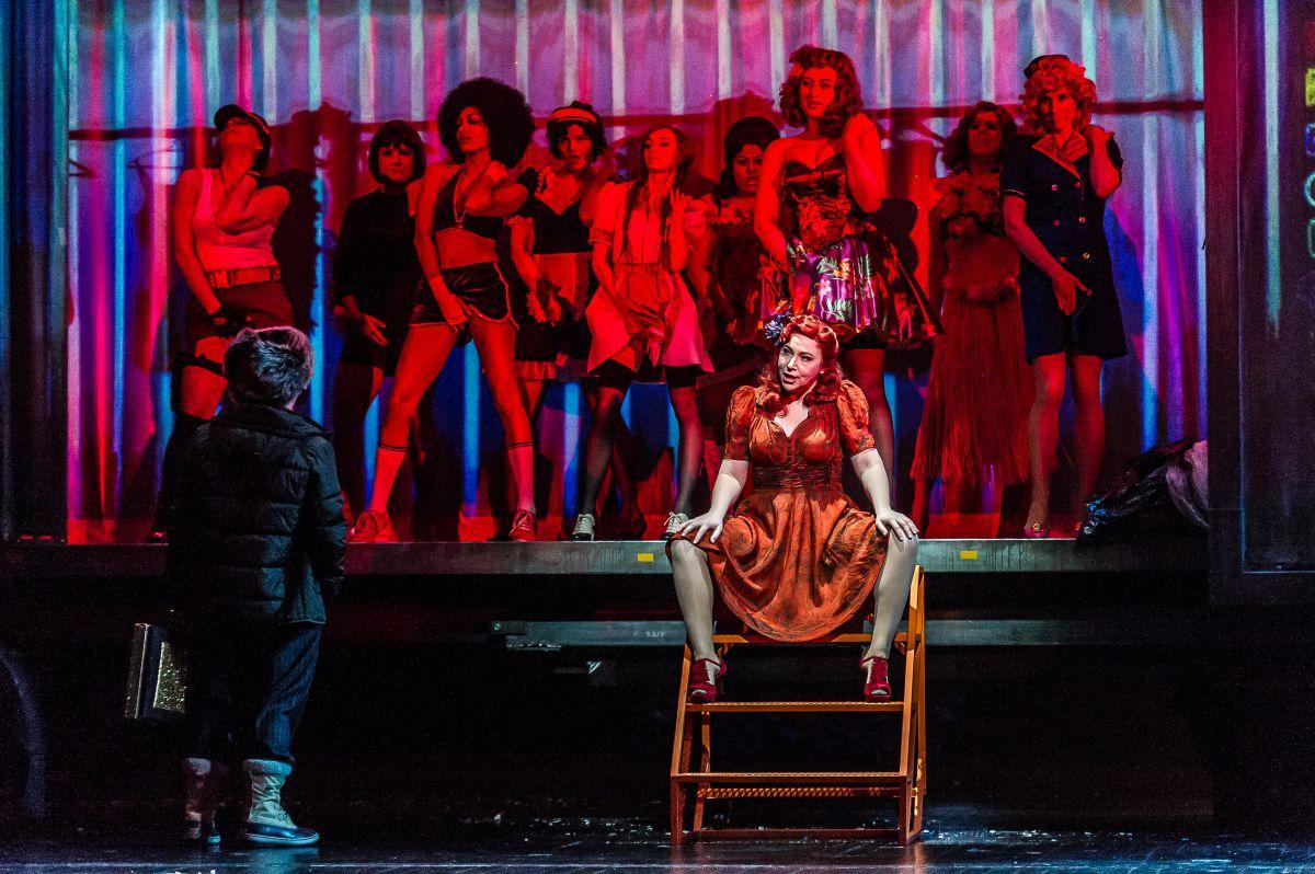 Royal Opera House - Ascesa e discesa della città di Mahagonny: Christine Rice in una scena