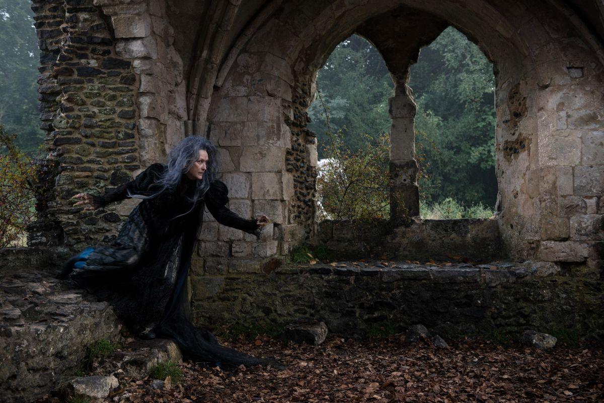 Into the Woods: Meryl Streep nei panni della strega in una scena