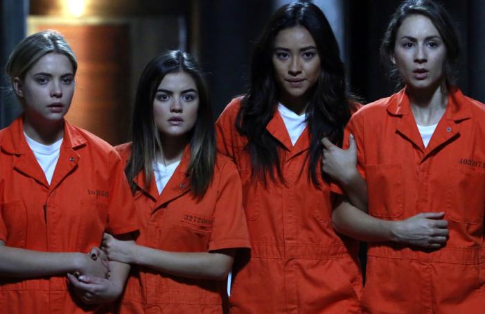 Pretty Little Liars: Lucy Hale, Troian Bellisario, Ashley Benson, Shay Mitchell nel finale della stagione 5, Welcome to the Dollhouse