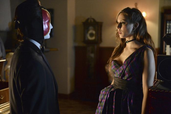 Prety Little Liars: Troian Bellisario in una scena dell'episodio Welcome to the Dollhouse