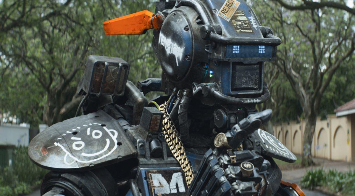 Humandroid: Chappie, il poliziotto droide, in una scena del film