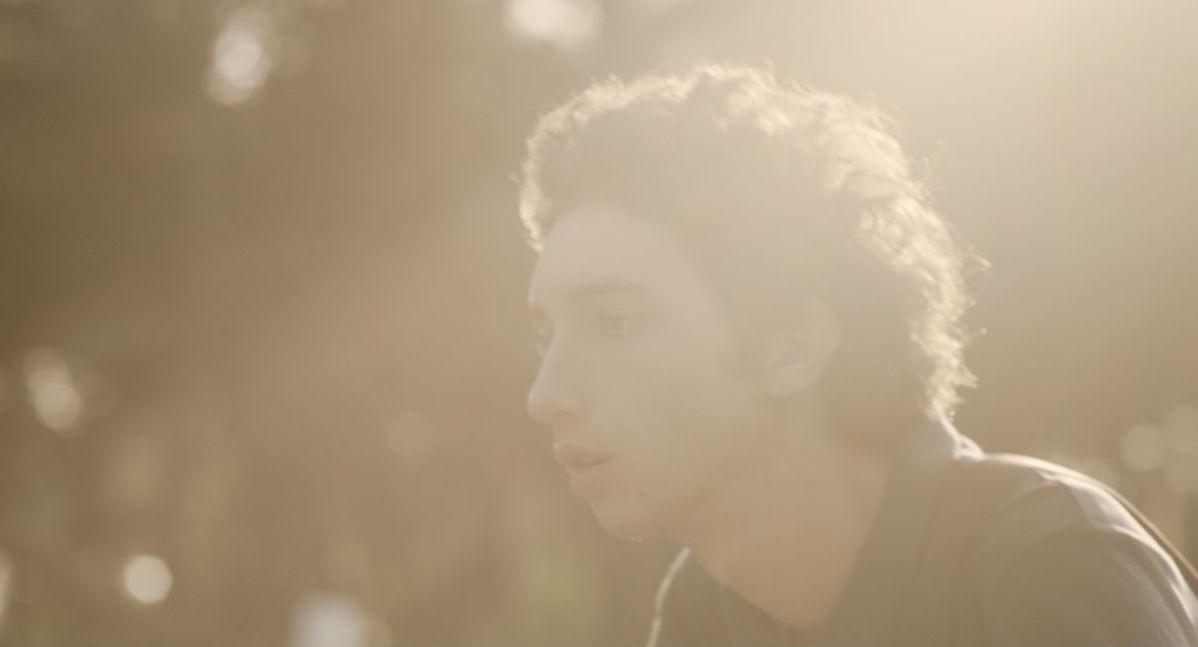 Short Skin: Matteo Creatini in una suggestiva immagine del film di Duccio Chiarini