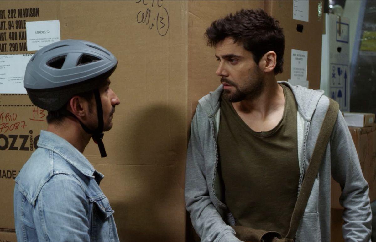 Ci devo pensare: Francesco Albanese con Mariano Bruno in una scena tratta dal film