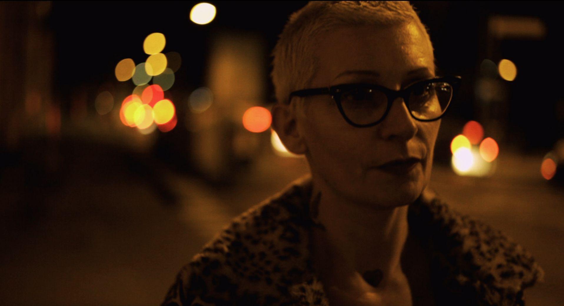 Qualcosa di noi: la protagonista del documentario Jana in una scena