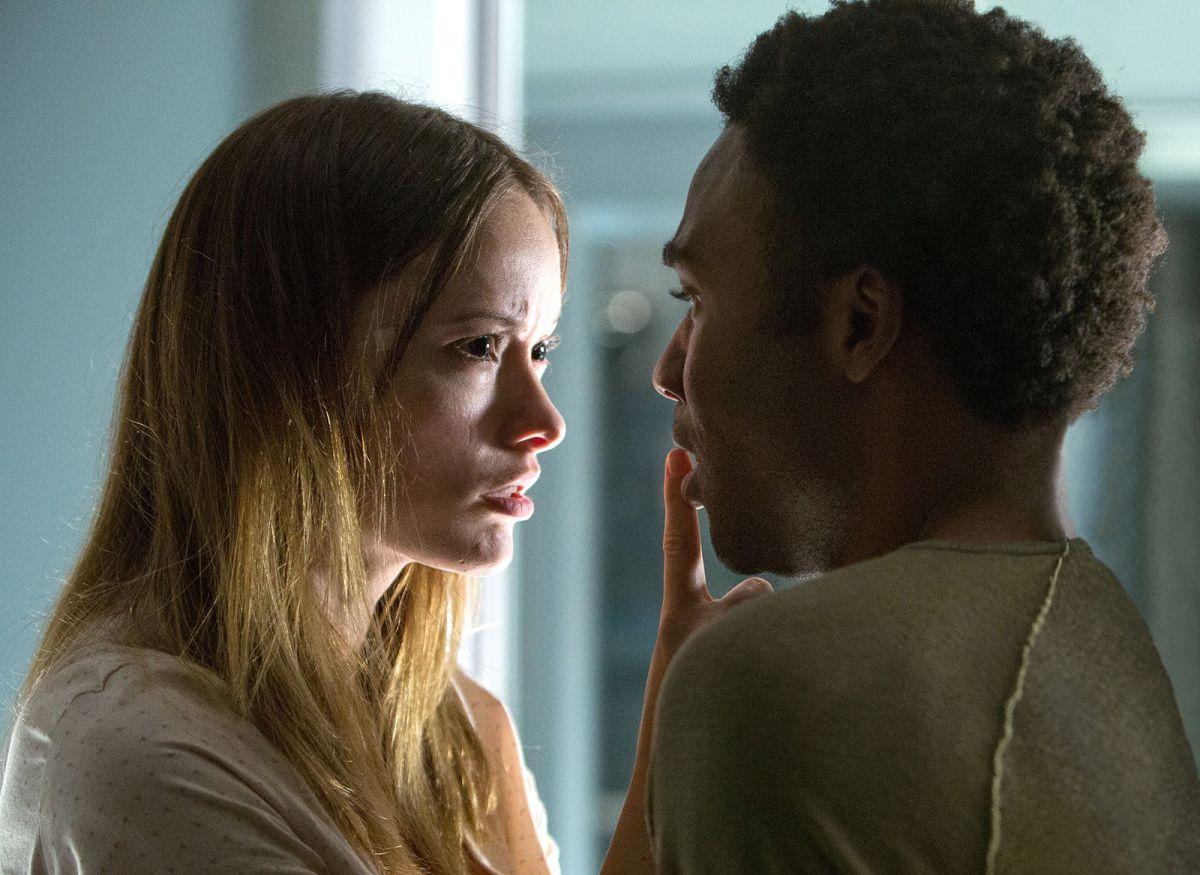 The Lazarus Effect: Olivia Wilde faccia a faccia con Donald Glover in una scena del film horror