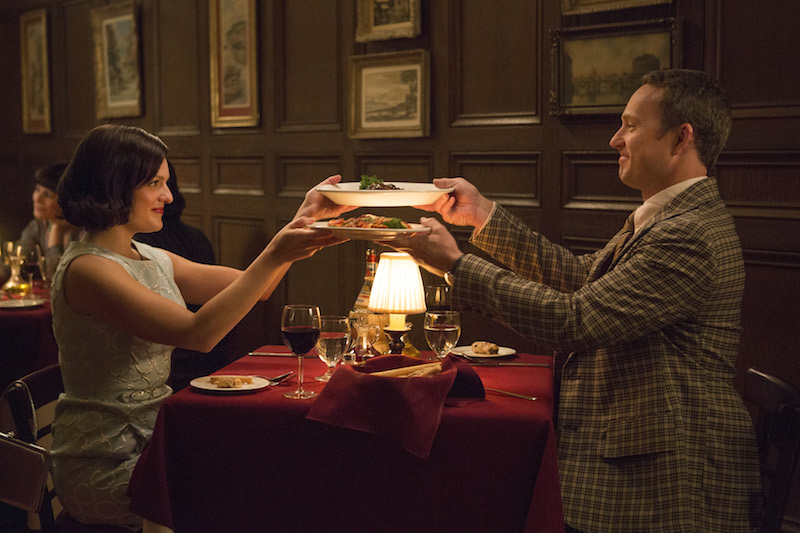 Mad Men: Elisabeth Moss e Devon Gummersall in Severance
