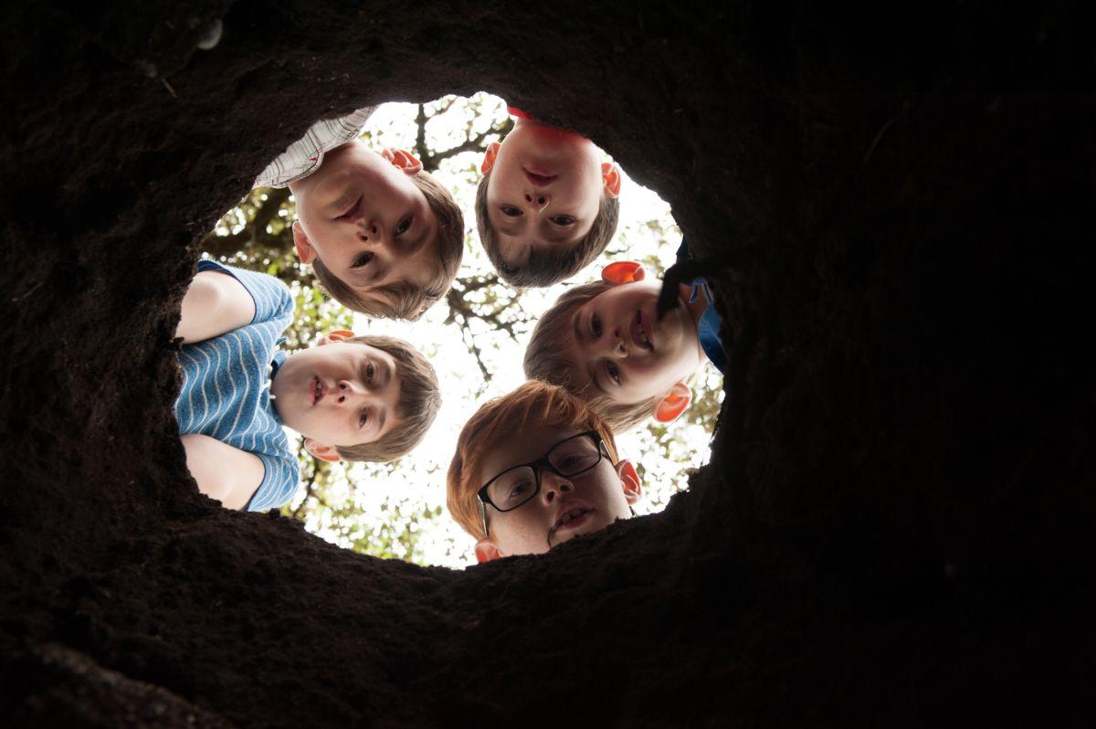 Le vacanze del piccolo Nicolas: Mathéo Boisselier con i suoi amici in un momento del film