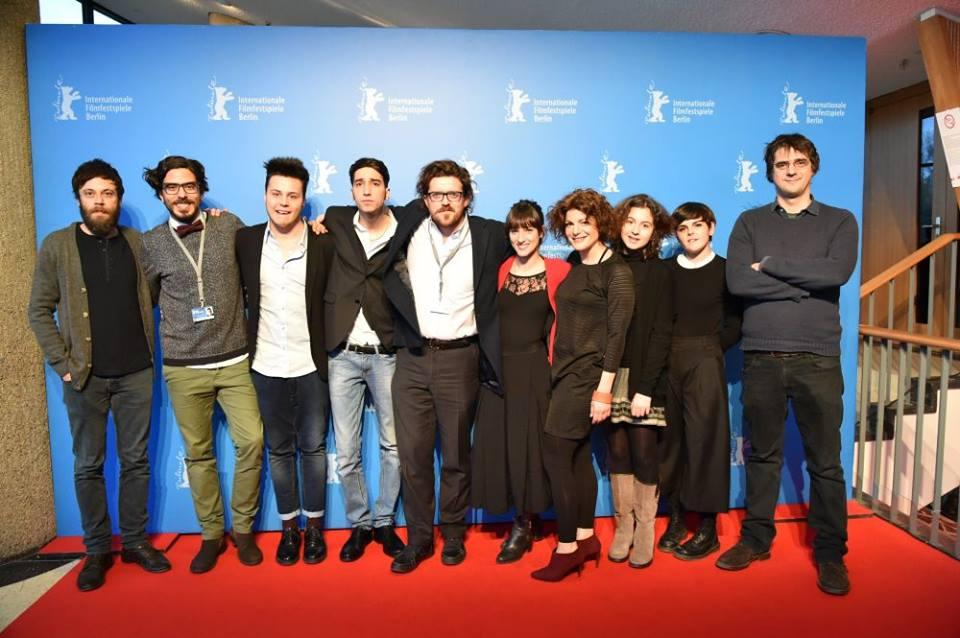 Short Skin: il cast al completo con al centro il regista Duccio Chiarini a Berlino