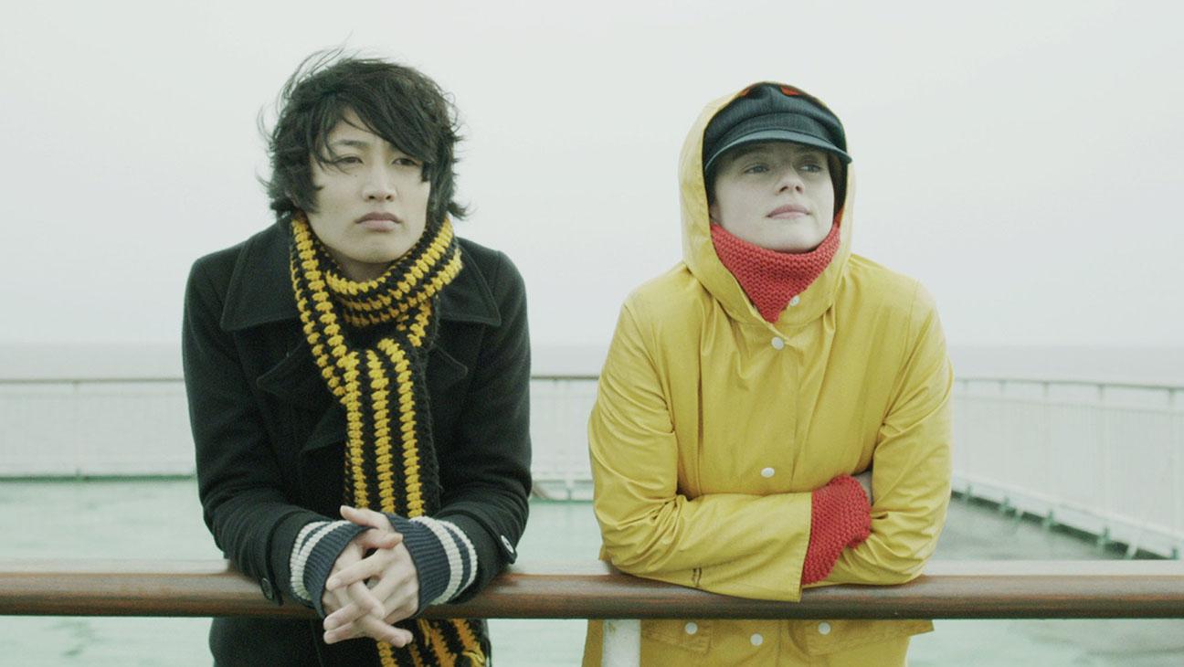 Il fascino indiscreto dell'amore: Pauline Etienne insieme a Taichi Inoue in un momento del film romantico ambientato a Tokyo