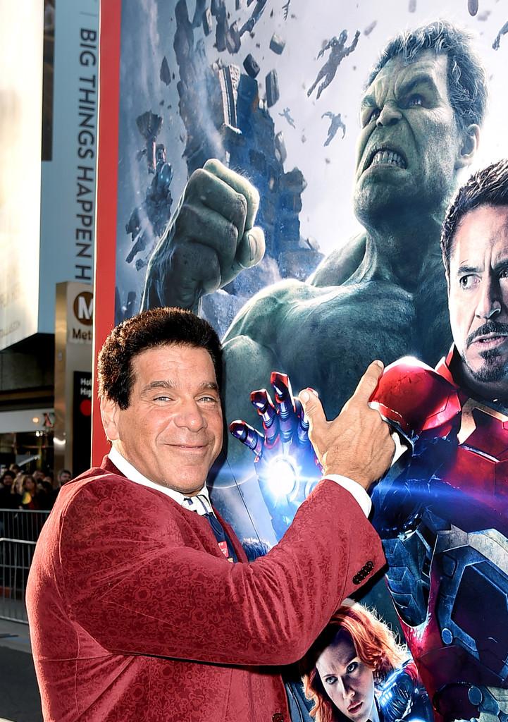 The Avengers: Age of Ultron - Lou Ferrigno con la cravatta degli Avengers alla premiere