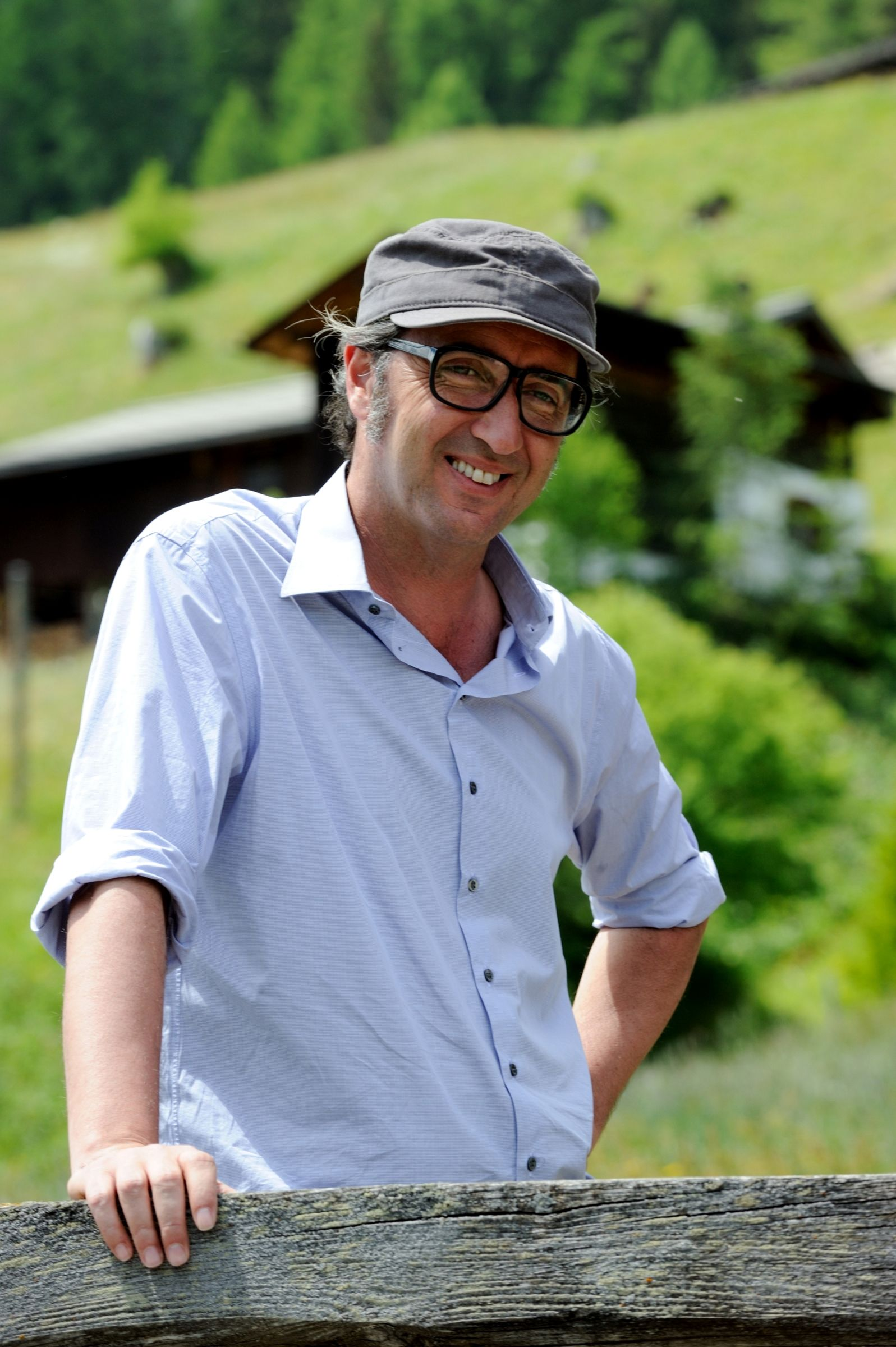 Youth - La giovinezza: Paolo Sorrentino sorridente sul set del film
