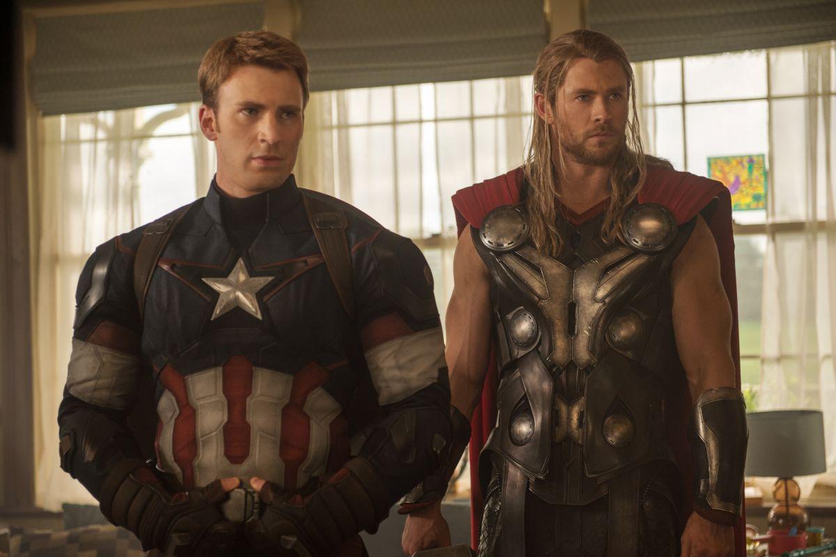 Avengers: Age of Ultron - Chris Evans e Chris Hemsworth in una scena del film