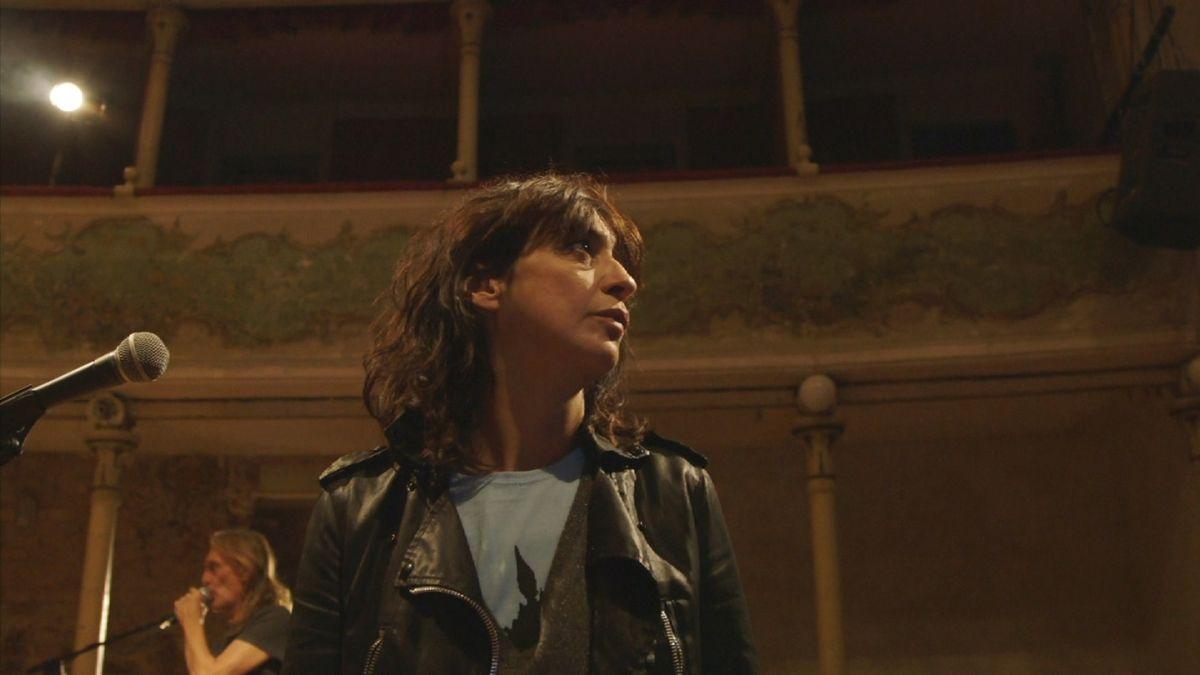 Il nemico - Un breviario partigiano: Angela Baraldi in una scena del film