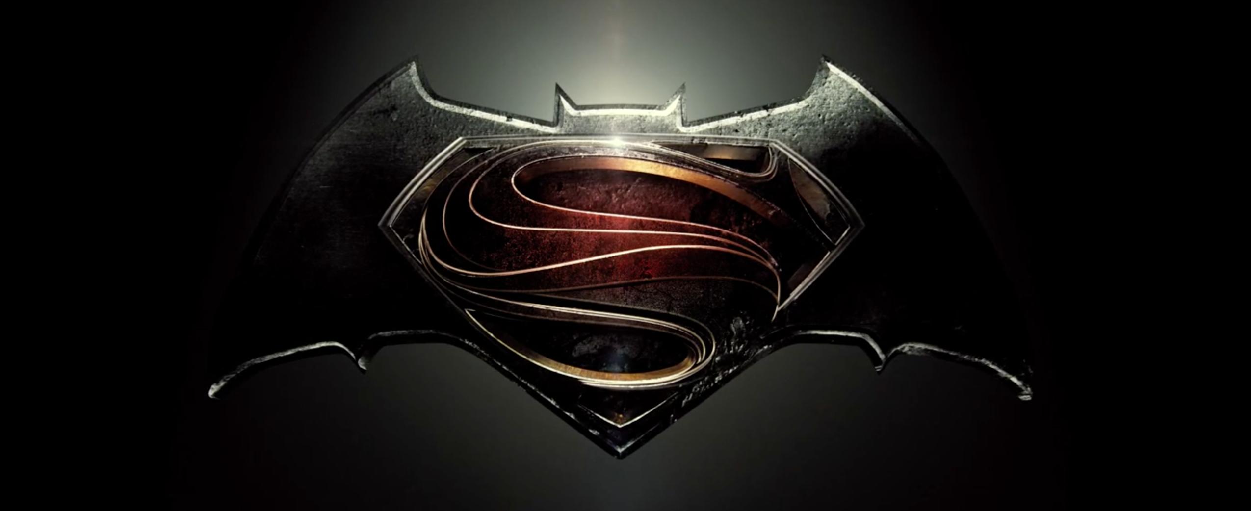 Batman v Superman: Dawn of Justice: il logo del film tratto dal trailer