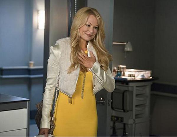 Arrow: l'attrice Charlotte Ross interpreta Donna Smoak in Public Enemy