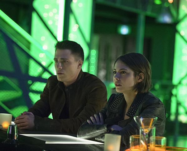 Arrow: Colton Haynes e Willa Holland interpretano Roy e Thea in Public Enemy