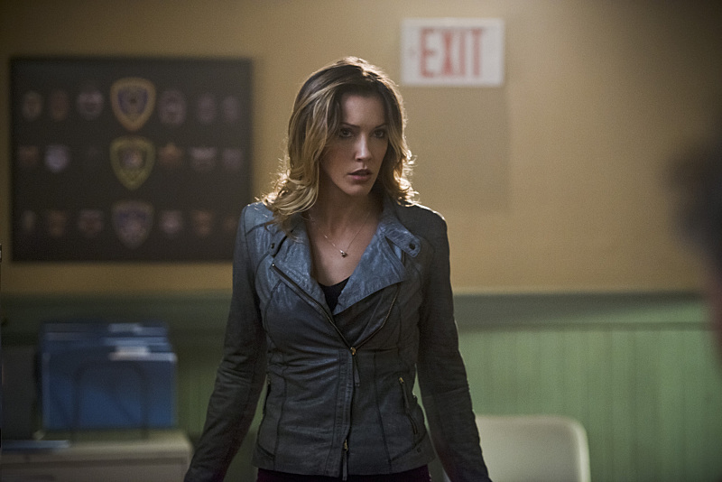 Arrow: Katie Cassidy interpreta Laurel in The Offer