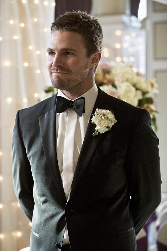 Arrow: Stephen Amell intepreta Oliver Queen nell'episodio Suicidal Tendencies