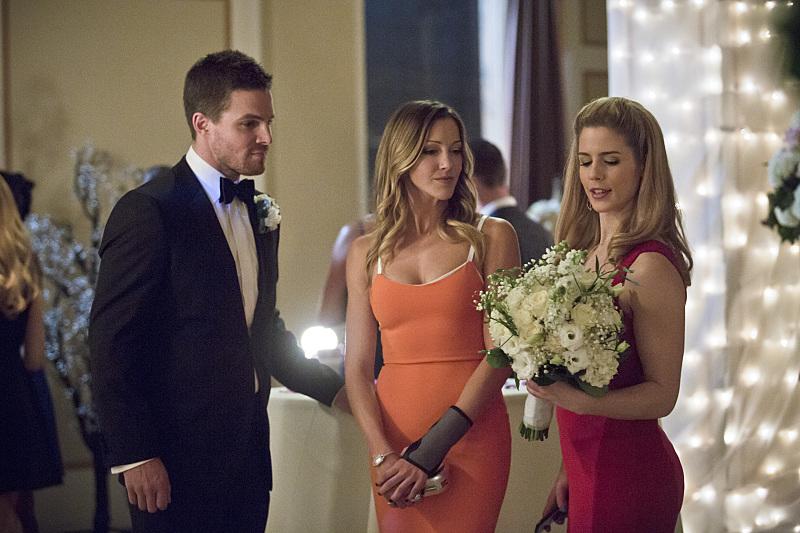 Arrow: Stephen Amell, Katie Cassidy ed Emily Bett Rickards nell'episodio Suicidal Tendencies