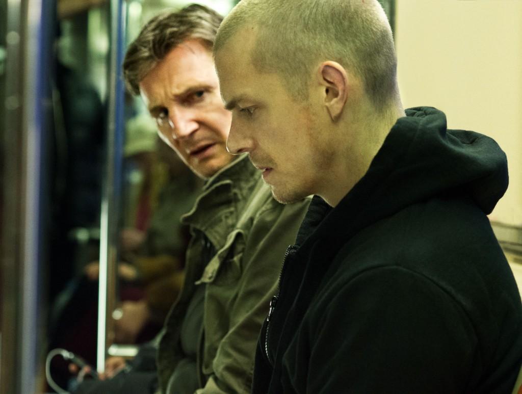 Run All Night: Liam Neeson insieme a Joel Kinnaman in una scena del film