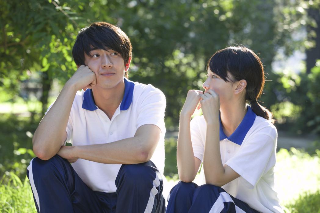 My Old Classmate: Dongyu Zhou in una scena del film con Kenny Lin