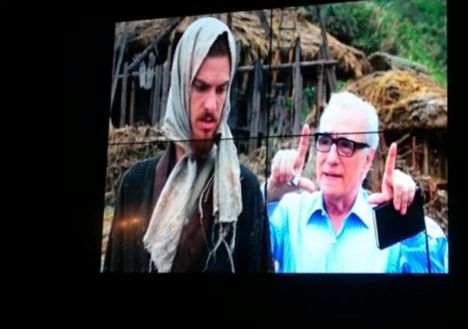 Silence: il regista Martin Scorsese dà delle indicazioni ad Andrew Garfield