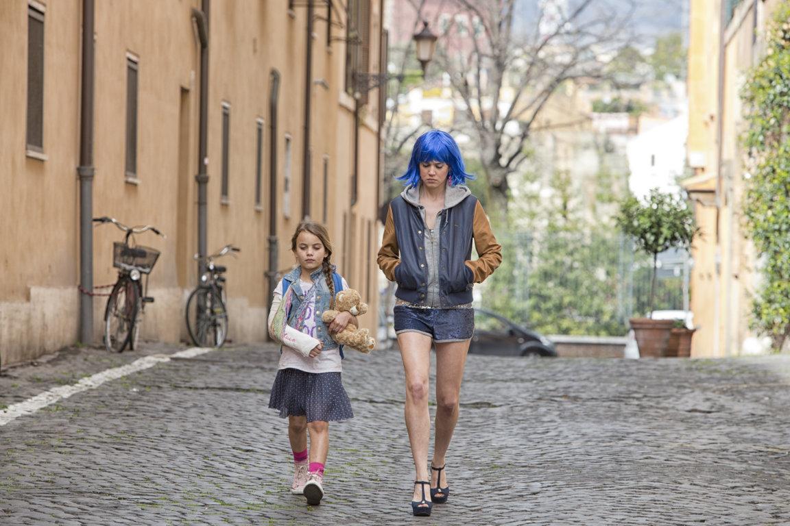 Mi chiamo Maya: Matilda Lutz in una scena del film con Melissa Monti