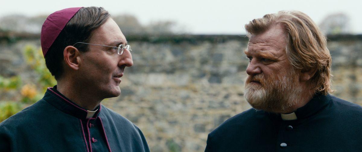 Calvario: Brendan Gleeson con David McSavage in una scena