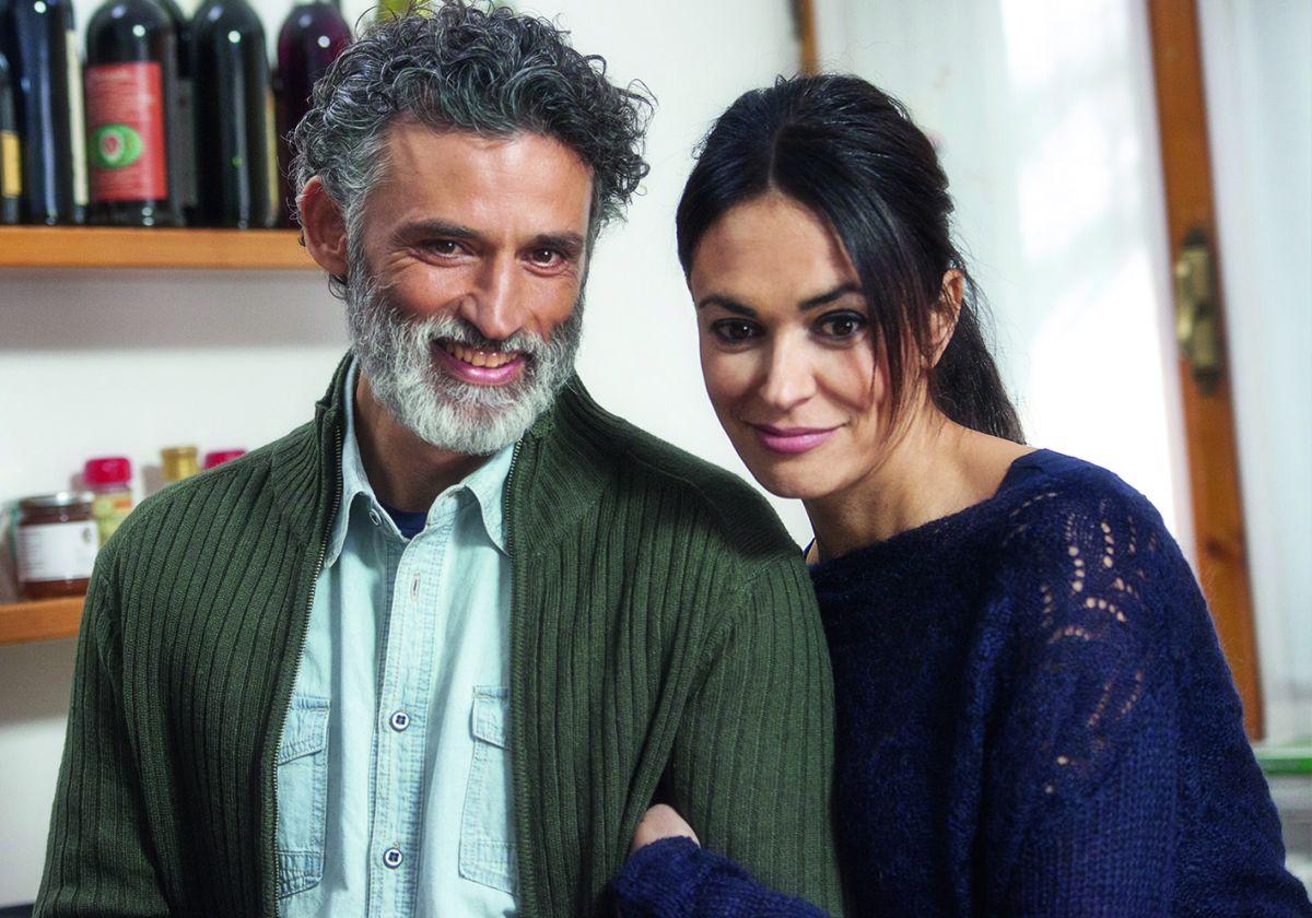 Nomi e cognomi: Enrico LoVerso con Maria Grazia Cucinotta in un'immagine dal set