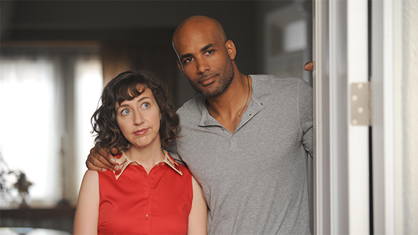 The Last Man on Earth: Boris Kodjoe e Kristen Schaal in una scena del season finale intitolato Screw the Moon