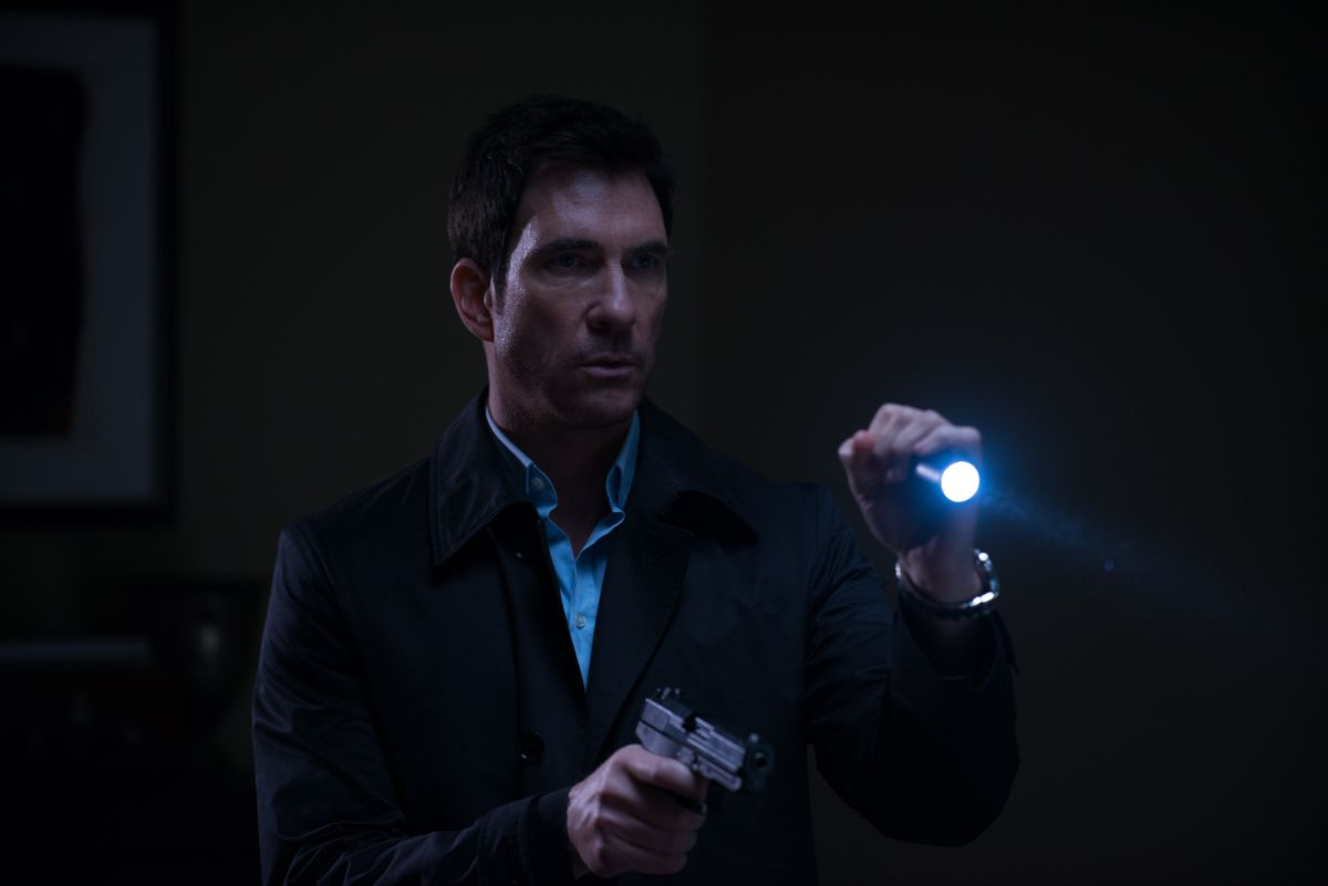 Survivor: Dylan McDermott in una scena del film