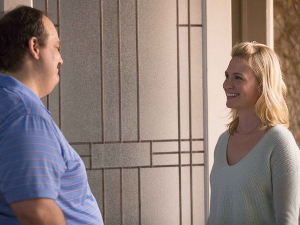 The Last Man on Earth: Mel Rodriguez e January Jones in Screw the Moon