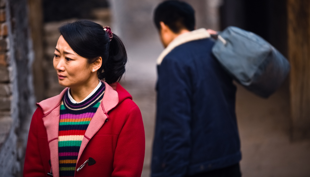 Mountains May Depart: Zhao Tao in una scena del film