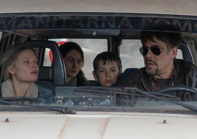 A Perfect Day: Melanie Thierry, Olga Kurilenko e Benicio Del Toro in auto