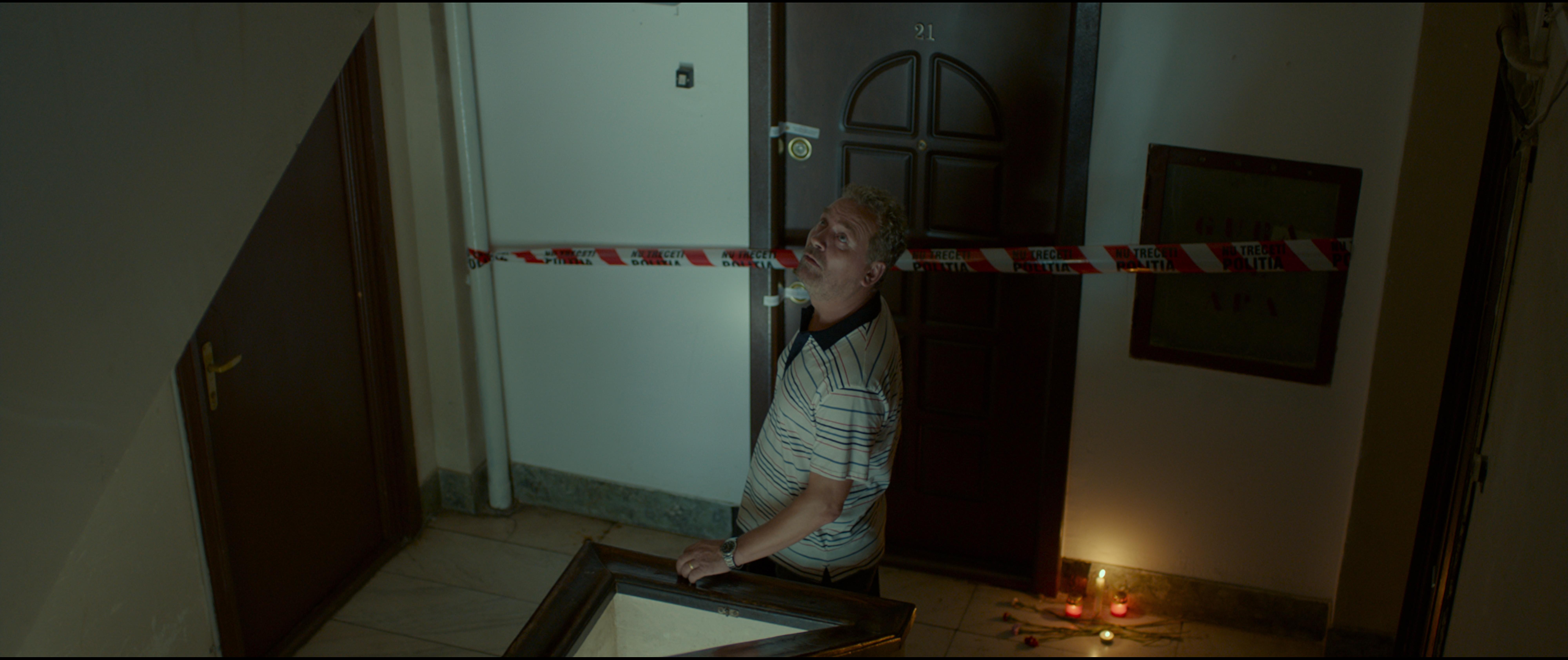 One Floor Below: una sequenza del film di Radu Muntean