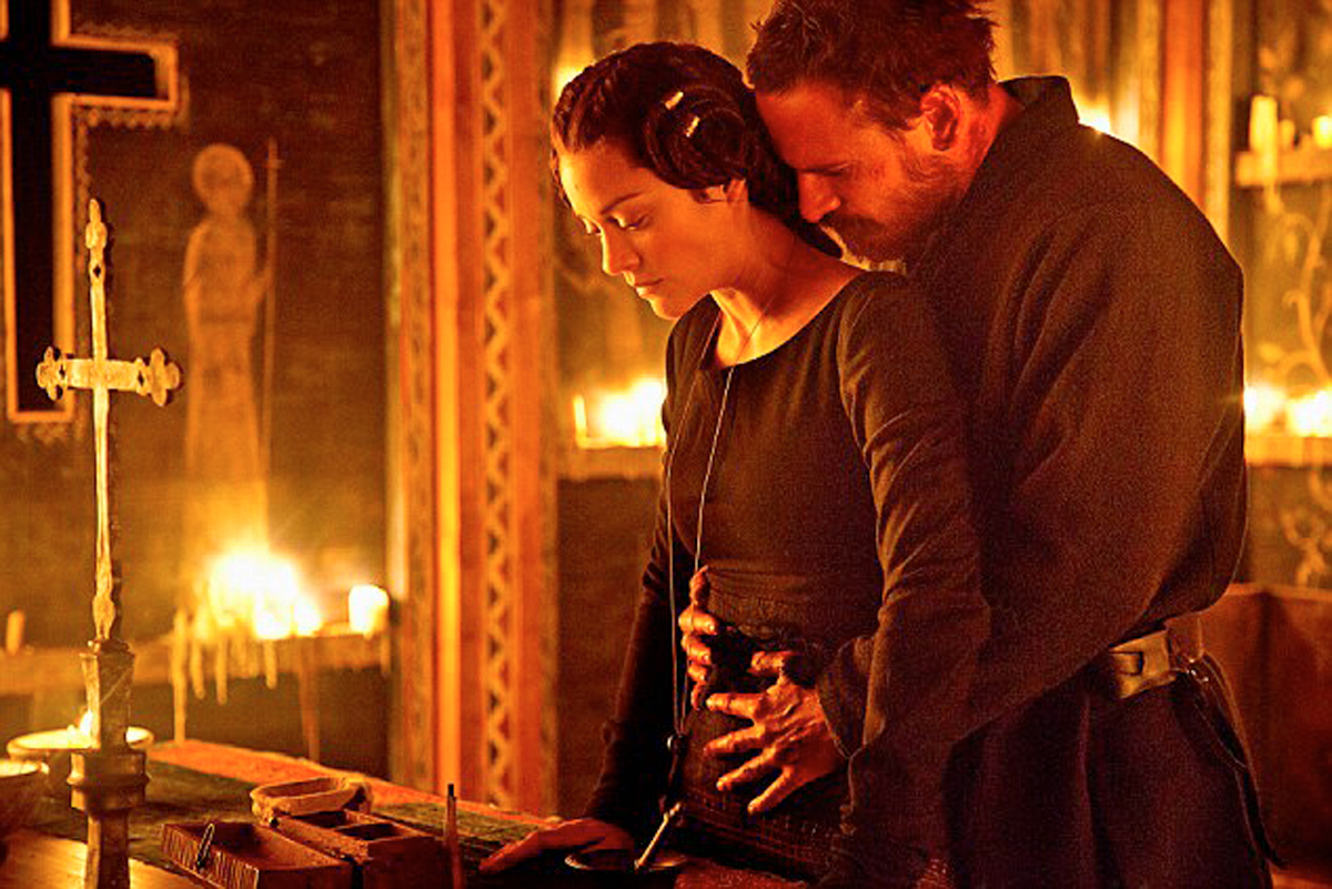 Macbeth: Michael Fassbender abbraccia Marion Cotillard