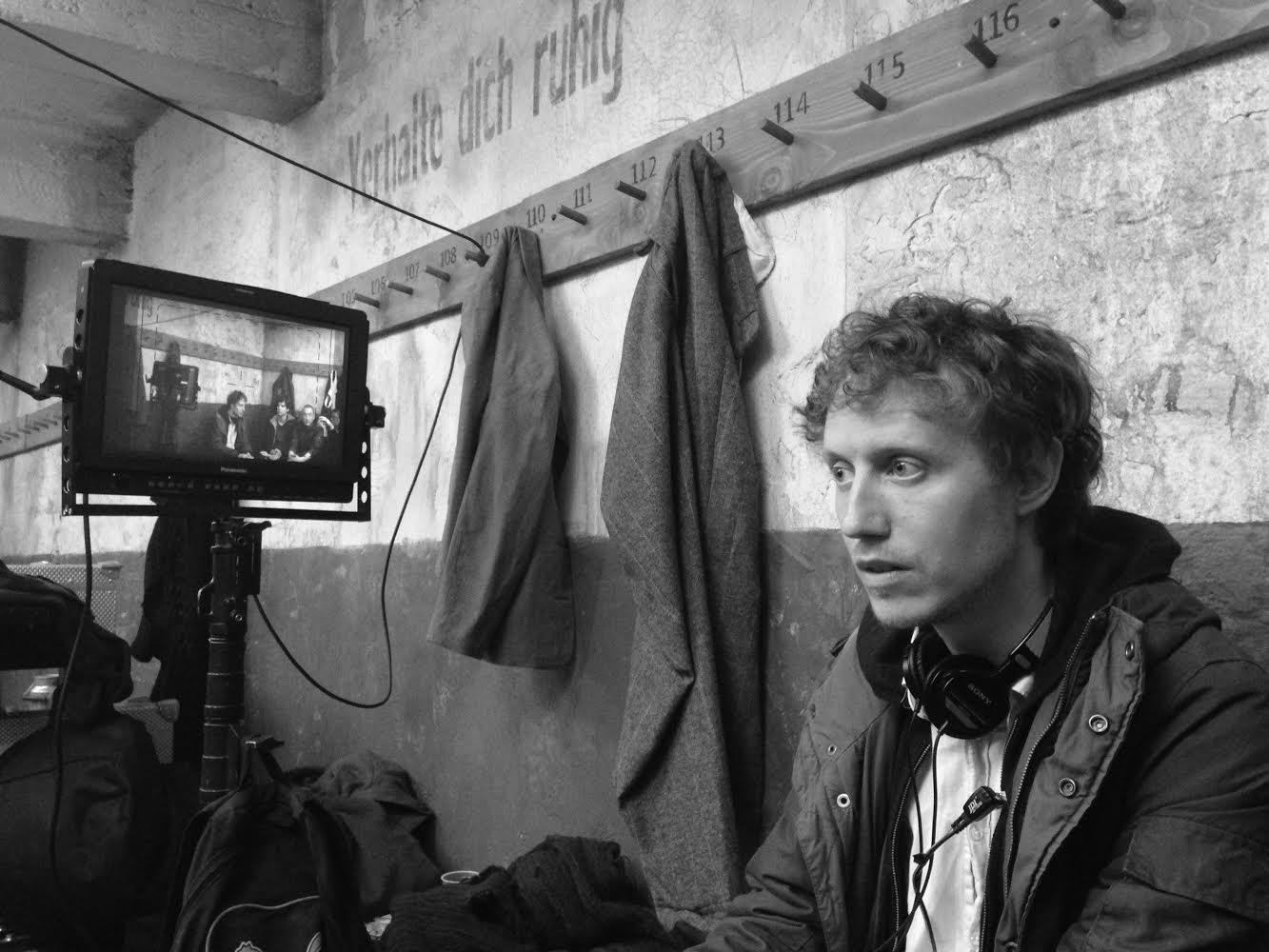 Son of Saul: il regista Laszlo Nemes sul set del film