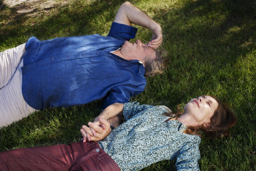 Valley of Love: Gérard Depardieu con Isabelle Huppert in una scena del film