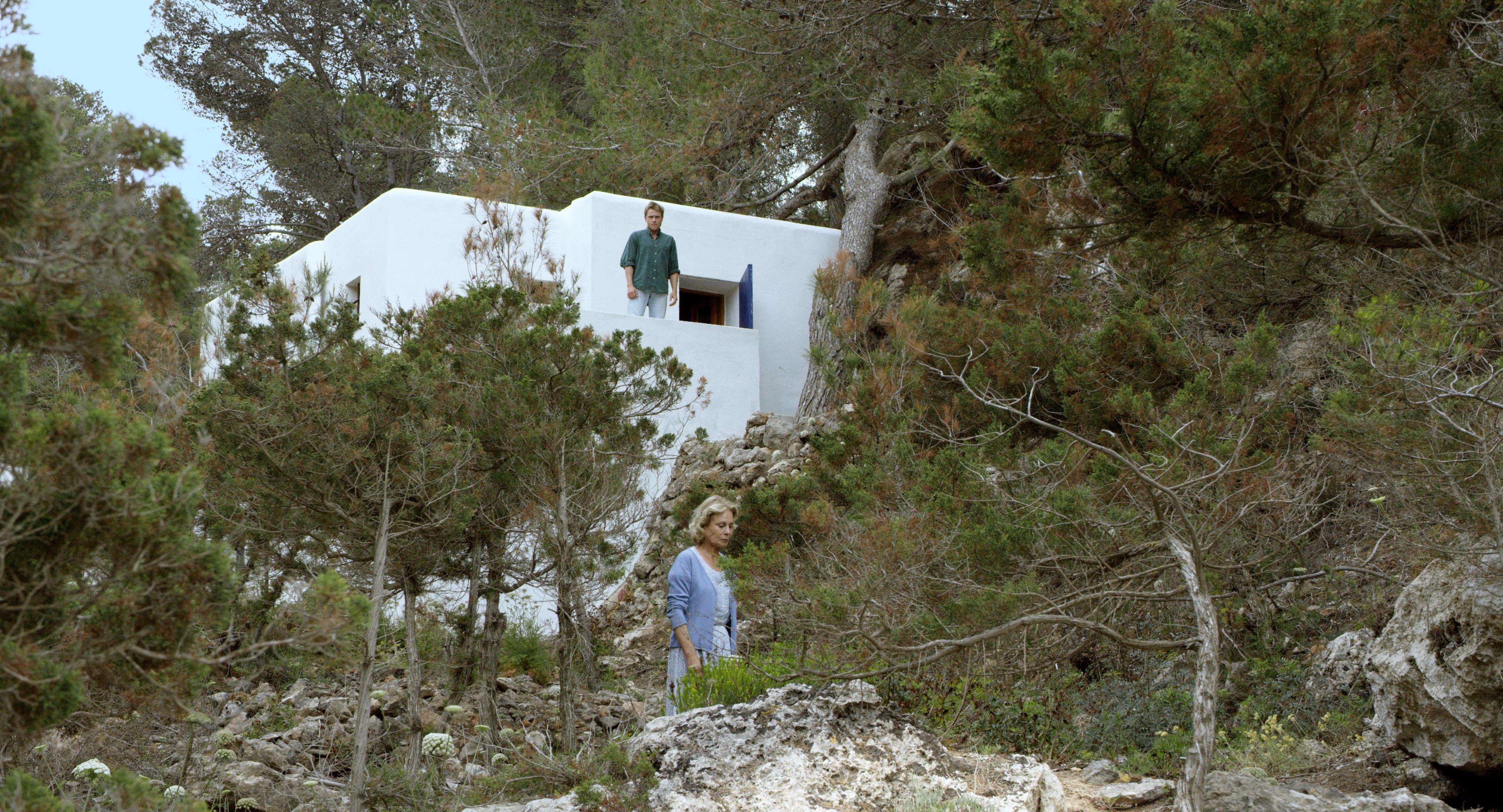 Amnesia: Marthe Keller e Max Riemelt in una sequenza del film di Barbet Schroeder