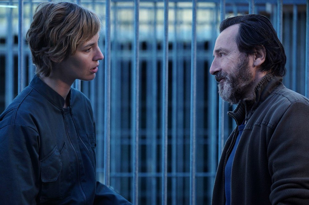 I am a Soldier: Louise Bourgoin e Jean-Hugues Anglade in una scena del film